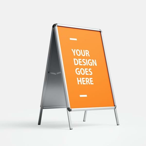 A-Board σταντ διπλής όψης από αλουμίνιο και μηχανισμό snap για εύκολη αλλαγή θέματος.